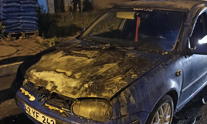 Sultanbeyli'de seyir halindeki araç alev topuna döndü